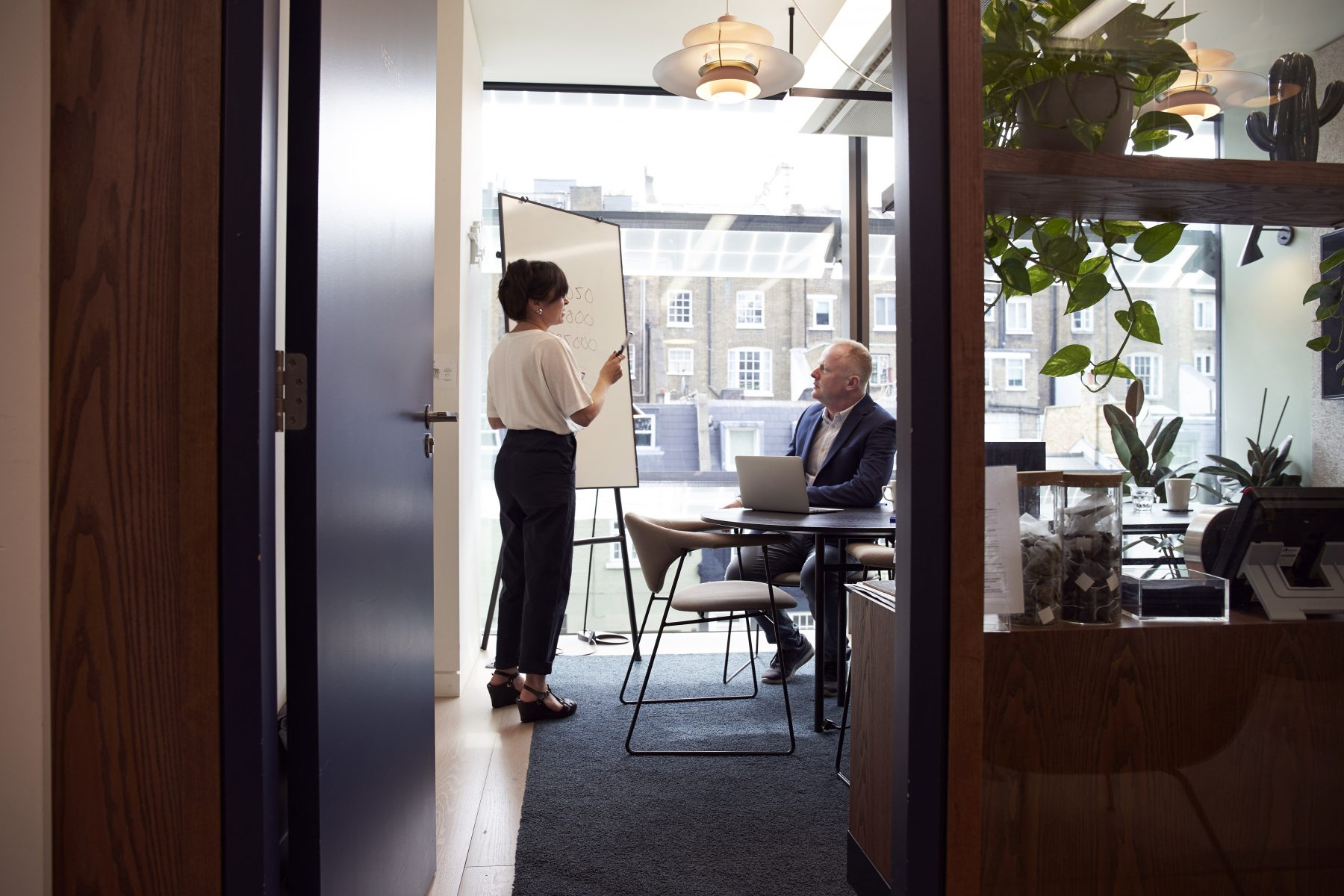 boardroom-brainstorming-business-2977547